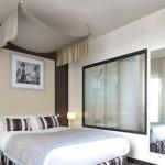 Une chambre d'hôtel en journée sur soroom-hotel.com