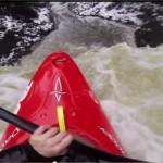 Un kayak et une GoPro dans un environnement hostile